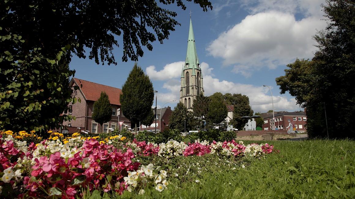 Kirche im Ortskern von Altenberge