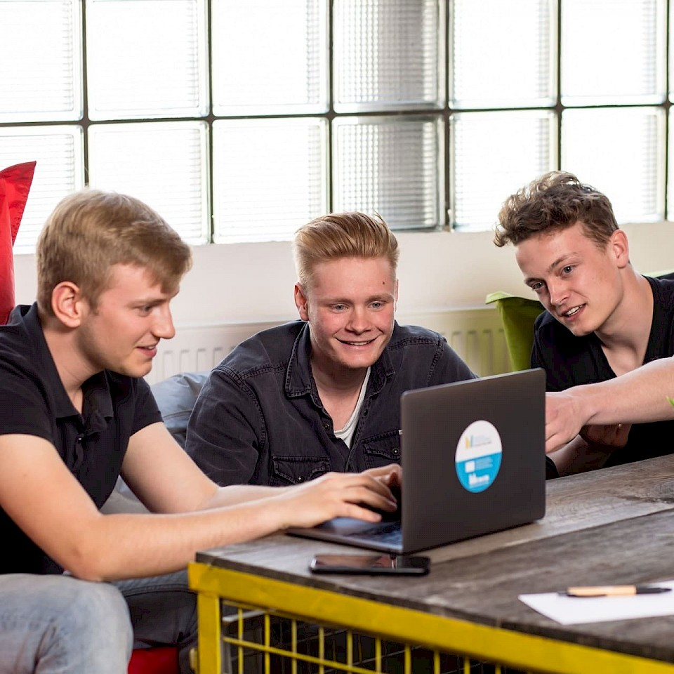 Getting pupils excited about the topic of start-ups - that's what the project Gründergeist #Youngstarts Münsterland is all about.