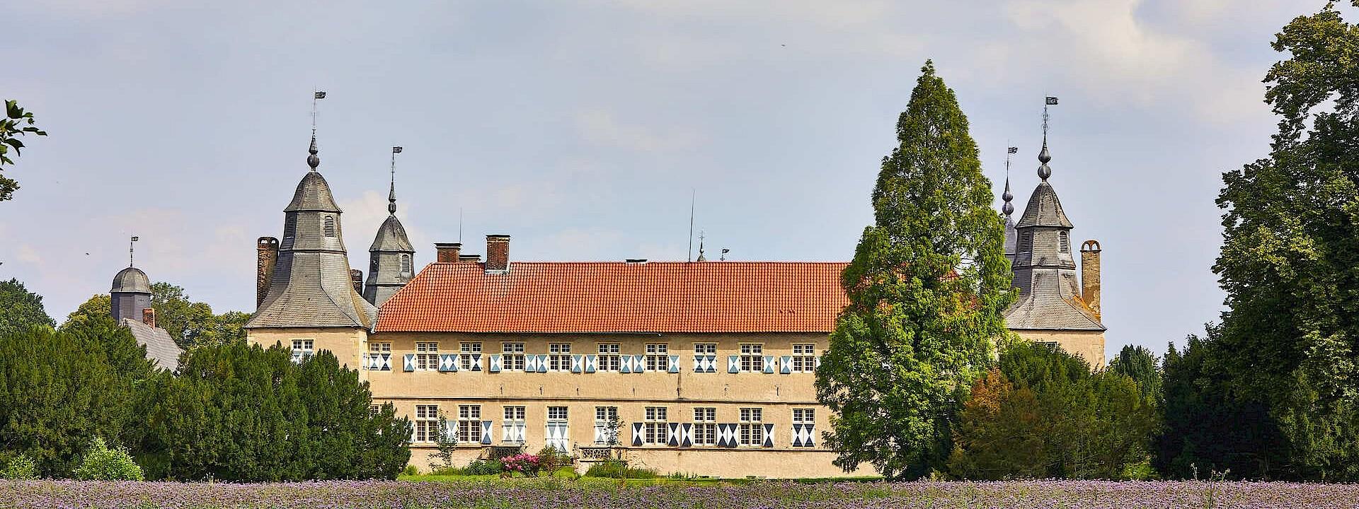 Ein großer Schatz hinter hohen Wäldern Schloss Westerwinkel