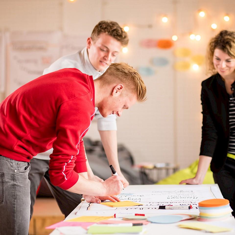 In Workshops lernen die Schülerinnen und Schüler aus dem Münsterland mehr über das Thema Gründung.