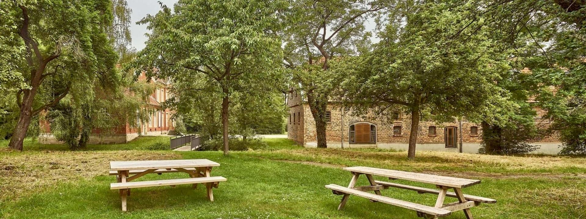 Ruhe und Kultur Picknick unter Obstbäumen