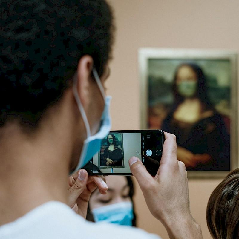 Masked Mona Lisa<br>© Pexels / cottonbro