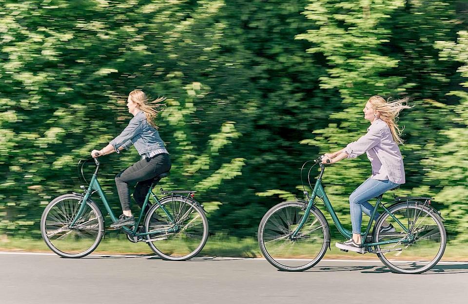 Fahrradfahrerinnen im Münsterland