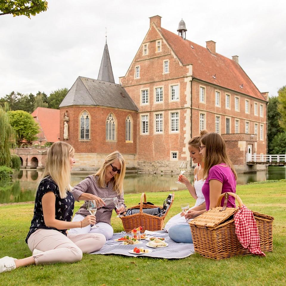 Picknick im Park der Burg Hülshoff