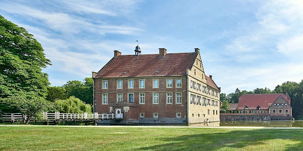 Burg Hülshoff an der 100 Schlösser Route