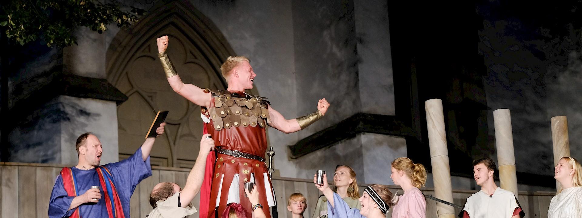 An der Burg werden sagenhafte Geschichten erzählt Burgbühne Stromberg