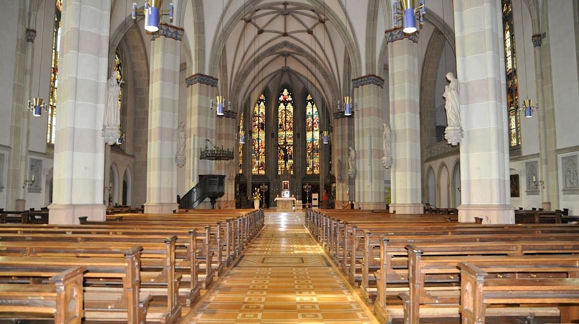 Blick in die prächtige Hallenkirche von Ochtrup