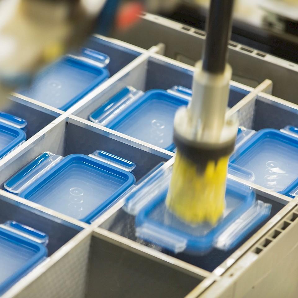 De CLIP & CLOSE voedselopslagcontainer van EMSA is vervaardigd met behulp van een spuitgietproces.