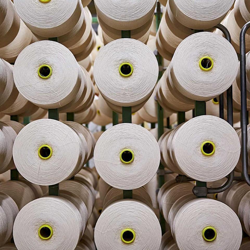 Om ervoor te zorgen dat er geen garen op de spoel achterblijft, heeft Velener Textil een afvalvrij circulatiesysteem ontwikkeld.