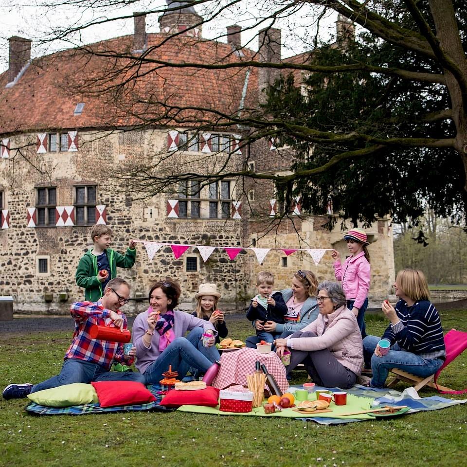 Picknickzeit an der Burg Vischering