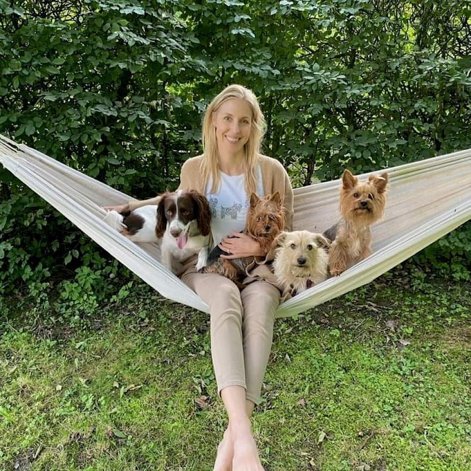 Die gebürtige Südafrikanerin Estelle Beck ist mit ihren Mann und ihren Hunden ins Münsterland gezogen.