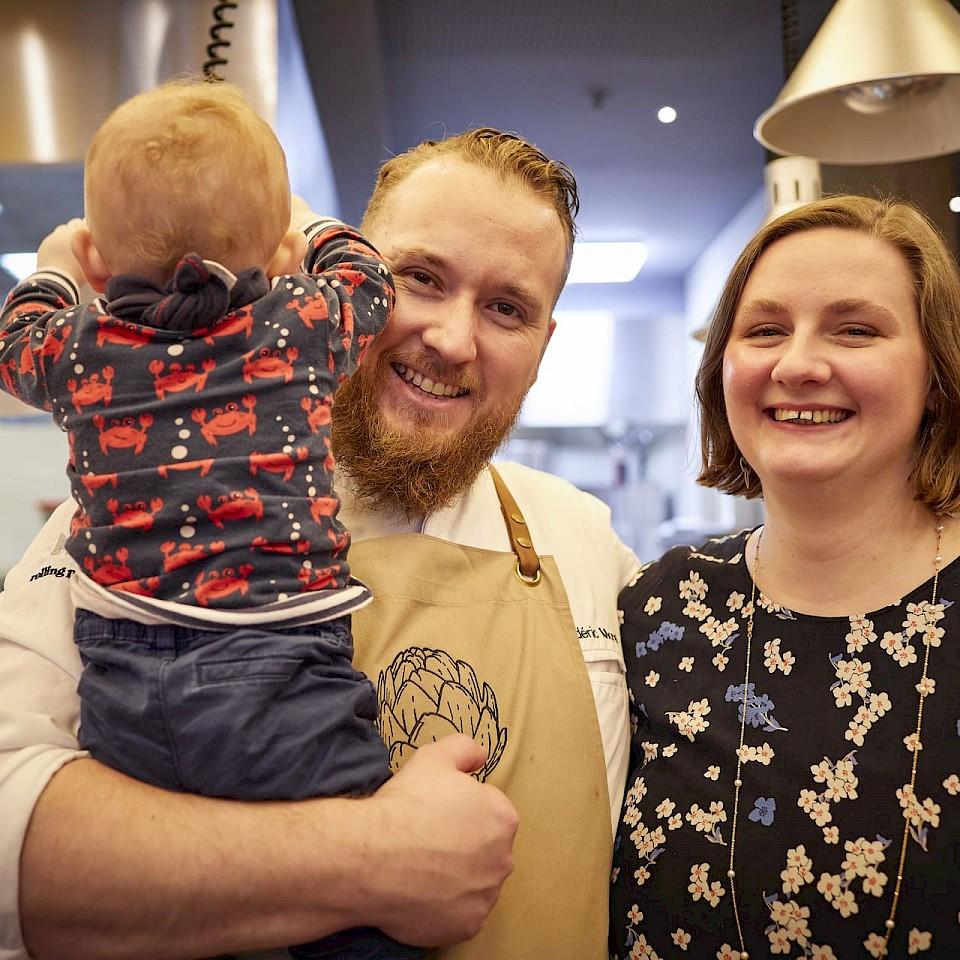 Elisabeth und Frédéric Morel mit ihrem Sohn.