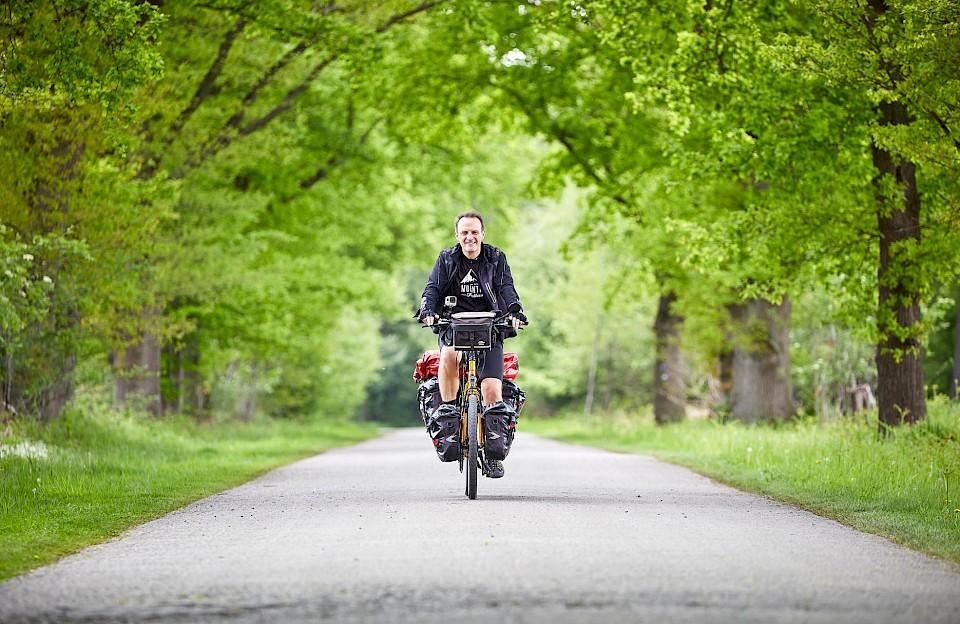 Der Leezenexplorer Markus Graf unterwegs auf dem Europsradweg R1