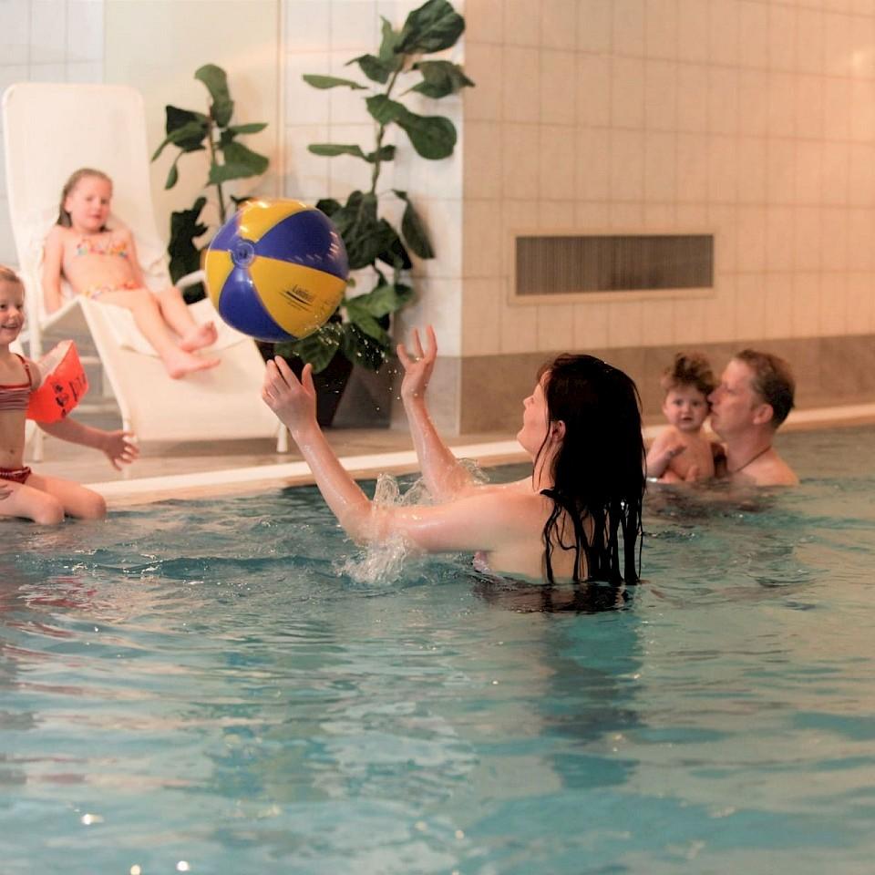 Zwembad bij Landhotel Hermannshöhe