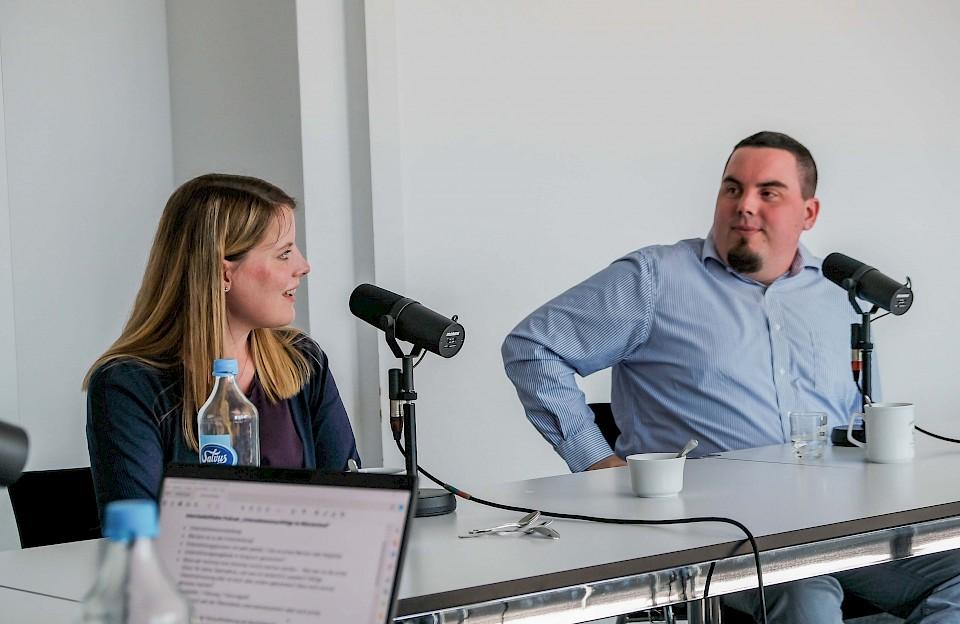 Das Geschwisterpaar Isabel Habla und Christopher Brunßen erzählt im Podcast-Gespräch von ihrer Unternehmensnachfolge.