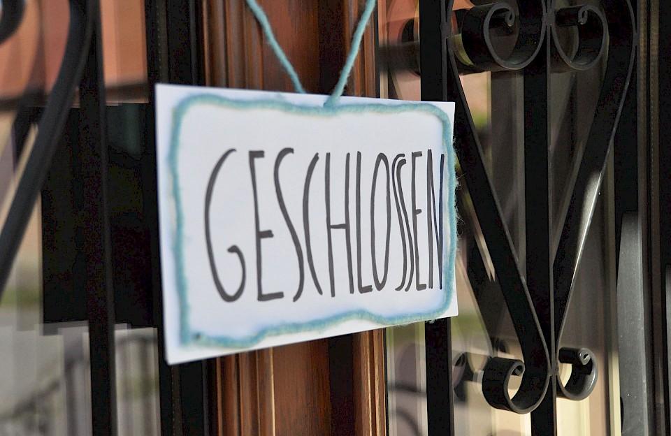 """""""Geschlossen""""-Schild am Eingang"""
