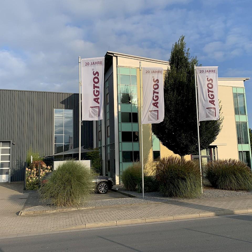 Blick auf das Verwaltungsgebäude von AGTOS in Emsdetten.