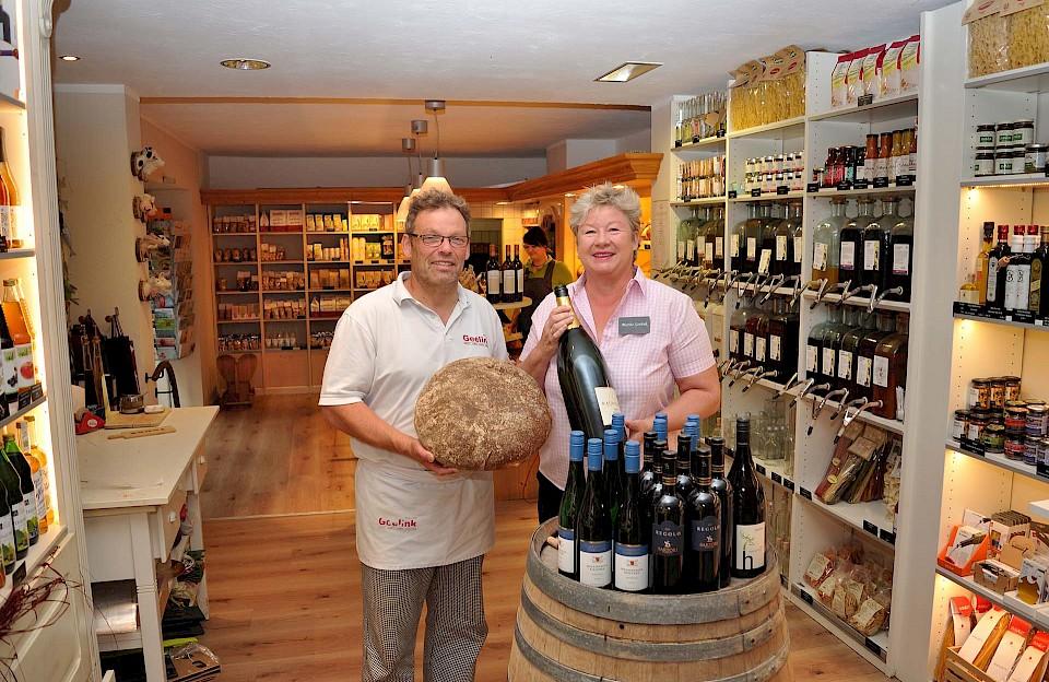 In der 5-Sterne-Bäckerei Geelink des Ehepaars Wilhelm und Marita Geelink tauchen die Teilnehmenden ein in die Back- und Konditorkunst sowie in die Welt der Weine.