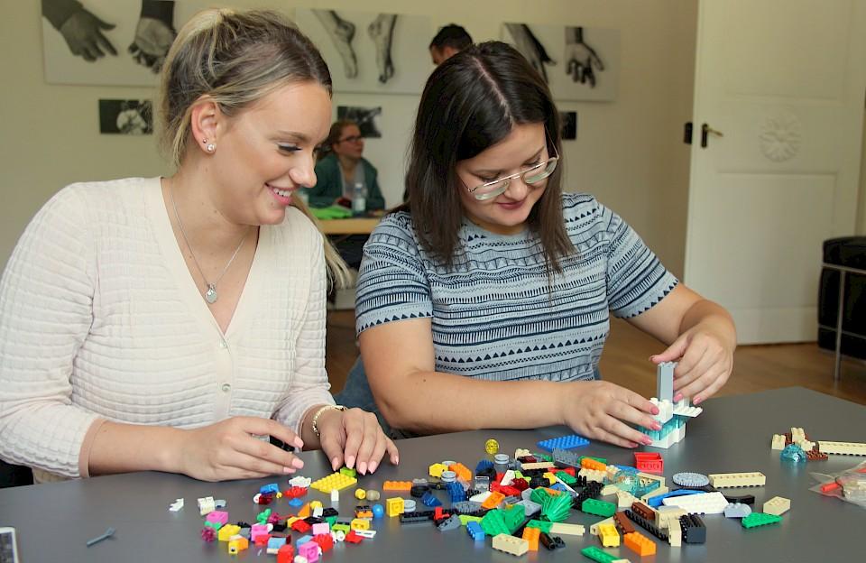 Ihre Ideen rund ums Thema Picknick ließen die Studierenden mit Bausteinen dreidimensional werden.